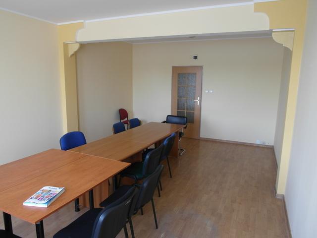 Do wynajęcia lokal użytkowy o powierzchni 33 m2, zlokalizowany na parterze w budynku biurowym przy drodze o dużym ...