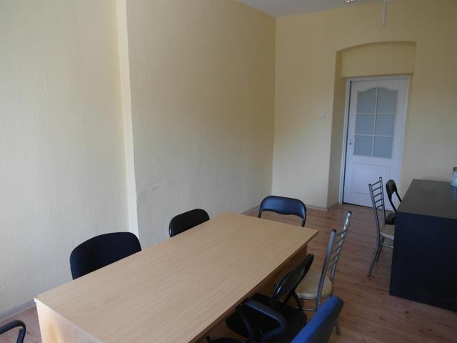 Do wynajęcia lokal użytkowy o powierzchni 16,4 m2, zlokalizowany na I piętrze w budynku biurowym przy drodze o ...