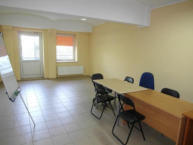 Do wynajęcia lokal użytkowy o powierzchni 55,7 m2, zlokalizowany na parterze budynku biurowego przy drodze o dużym ...