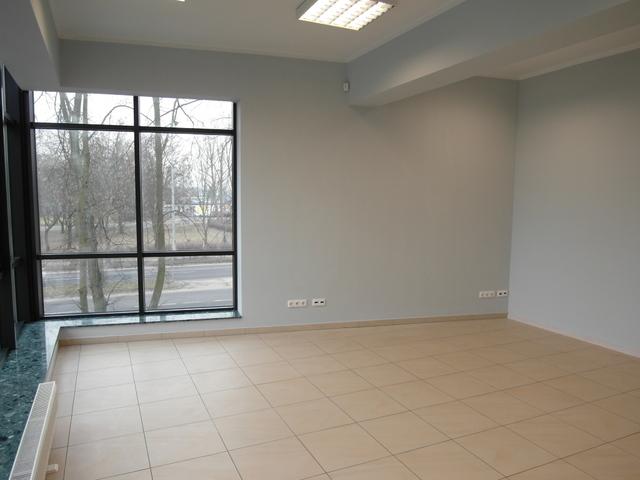 Lokal biurowy świeżo odnowiony zlokalizowany na 1 piętrze obiektu handlowo-usługowego, charakteryzującego się ...