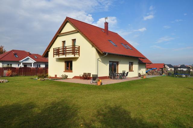 OFERTA WSTRZYMANA. Przestronny, wolnostojący dom z poddaszem użytkowym położony w Santocku w cichej okolicy w ...