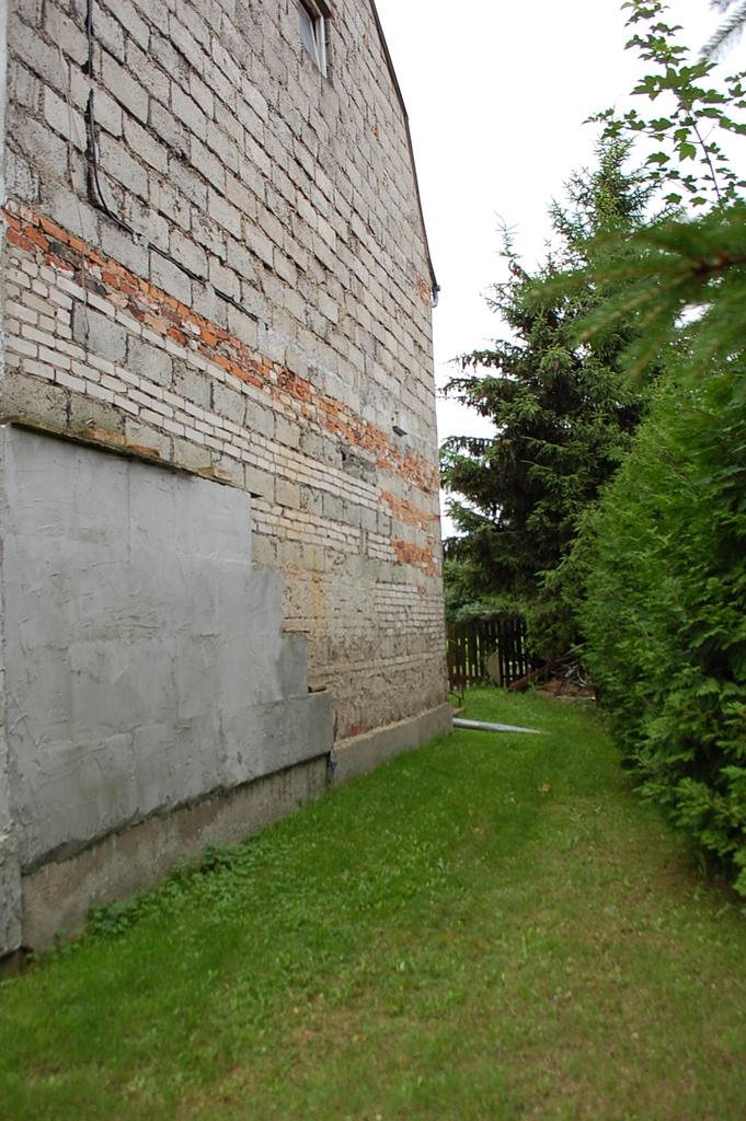 Nieruchomość zlokalizowana w 10 km od centrum Gorzowa, w gminie Kłodawa.  Dom wybudowany w latach 80-tych, wymaga ...