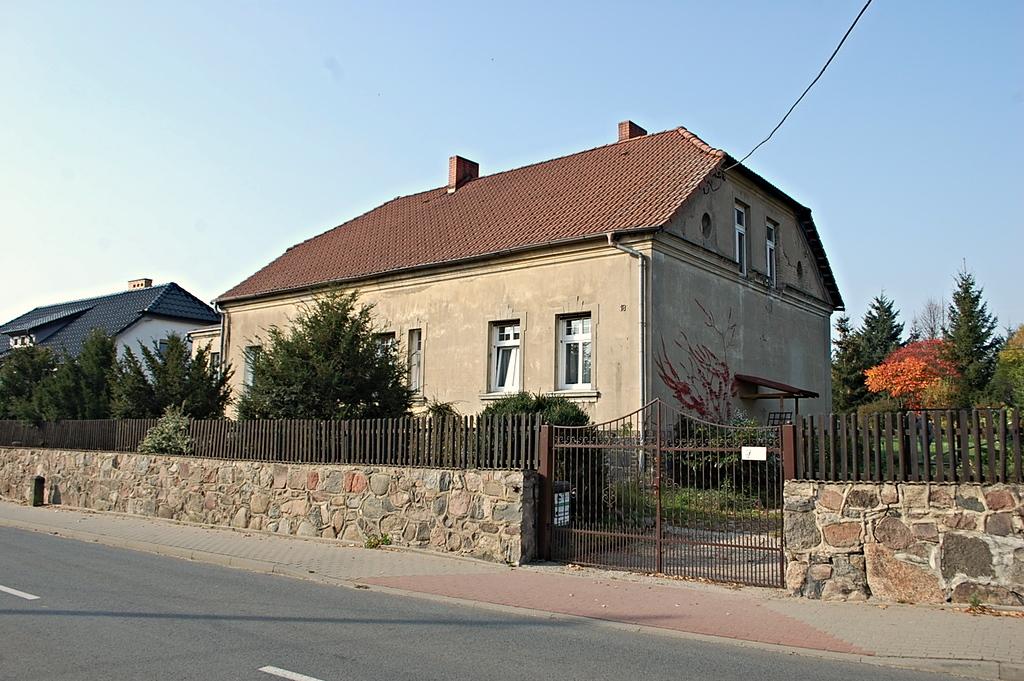 Poniemiecki dom wolnostojący o pow. 207 mkw położony w Lubnie. , oddalonym o około 15 km. od Gorzowa Wlkp.  Dom ...