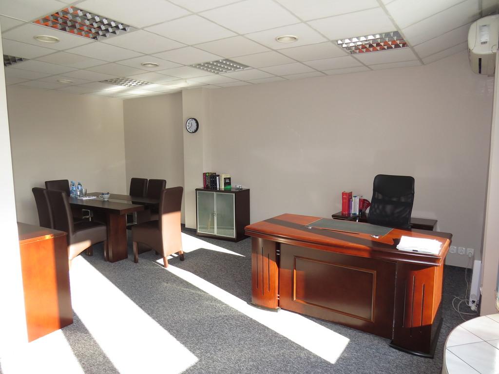 Przedmiotem oferty sprzedaży jest lokal biurowo-usługowy o pow. 72 mkw, z widokiem na panoramę miasta, położony w ...