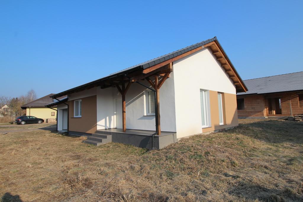 Na sprzedaż atrakcyjna nieruchomość nad jeziorem w pięknej miejscowości wypoczynkowej w Lubniewicach.   Parterowy ...