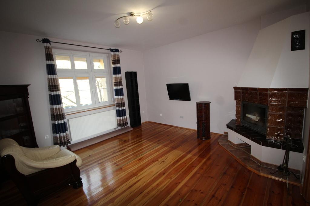 Do wynajęcia zadbane mieszkanie w odrestaurowanej kamienicy w centrum miasta. Mieszkanie o pow. 68,58 m2 składa się ...