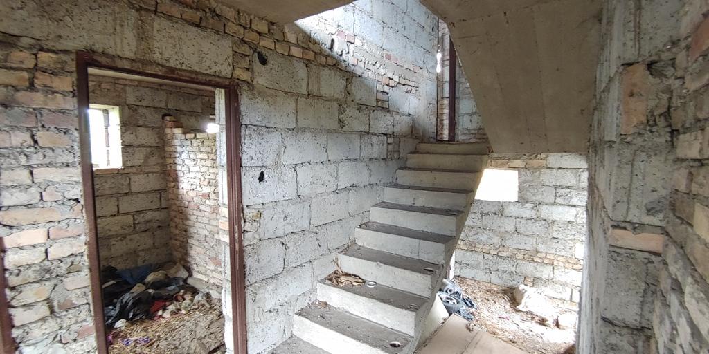 Zapraszamy Państwa na prezentacje wolnostojącego domu wybudowanego w latach 90tych na 8 arowej działce niedaleko ...
