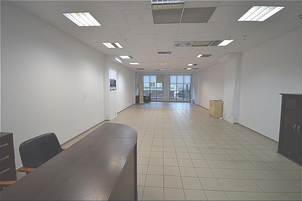 Atrakcyjny lokal o pow. 96m2, położony na piętrze popularnego centrum handlowego  PARK 111.  Ścisłe Centrum ...