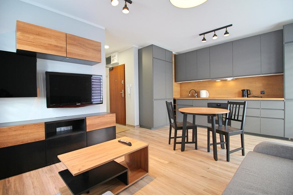 Nowocześnie oraz praktycznie urządzone mieszkanie z pewnością zapewni komfortowe życie jego mieszkańcom. Zostań ...