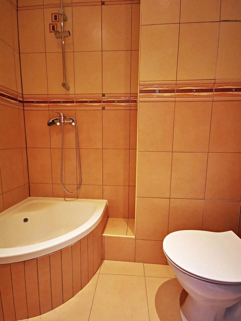 Polecamy Państwu jasne mieszkanie na Górczynie w bardzo ładnej, spokojnej i cichej lokalizacji.  Lokal składa się ...