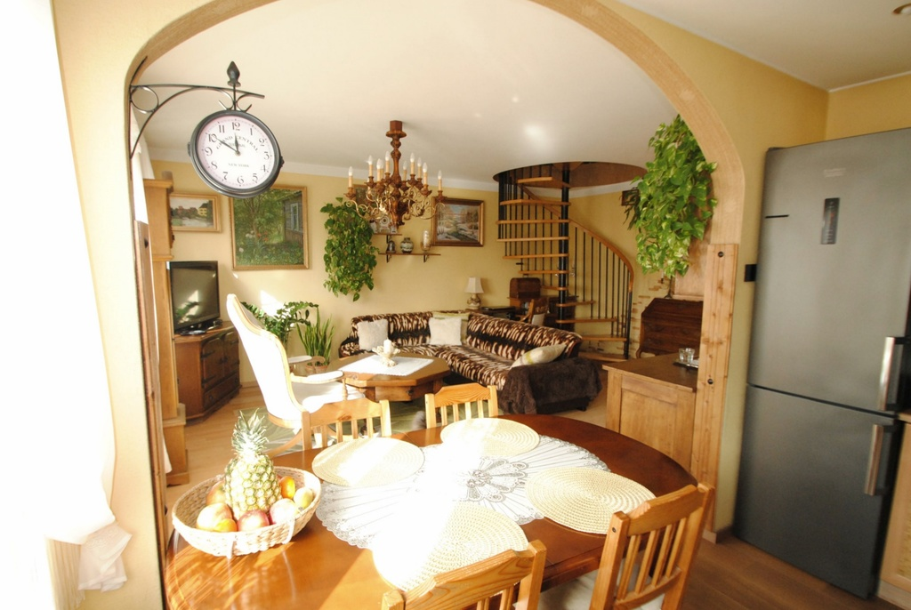 Polecamy państwu komfortowe dwupoziomowe mieszkanie o powierzchni 77,5 mkw. Usytuowane na 3 i 4 pietrze w bloku IV ...