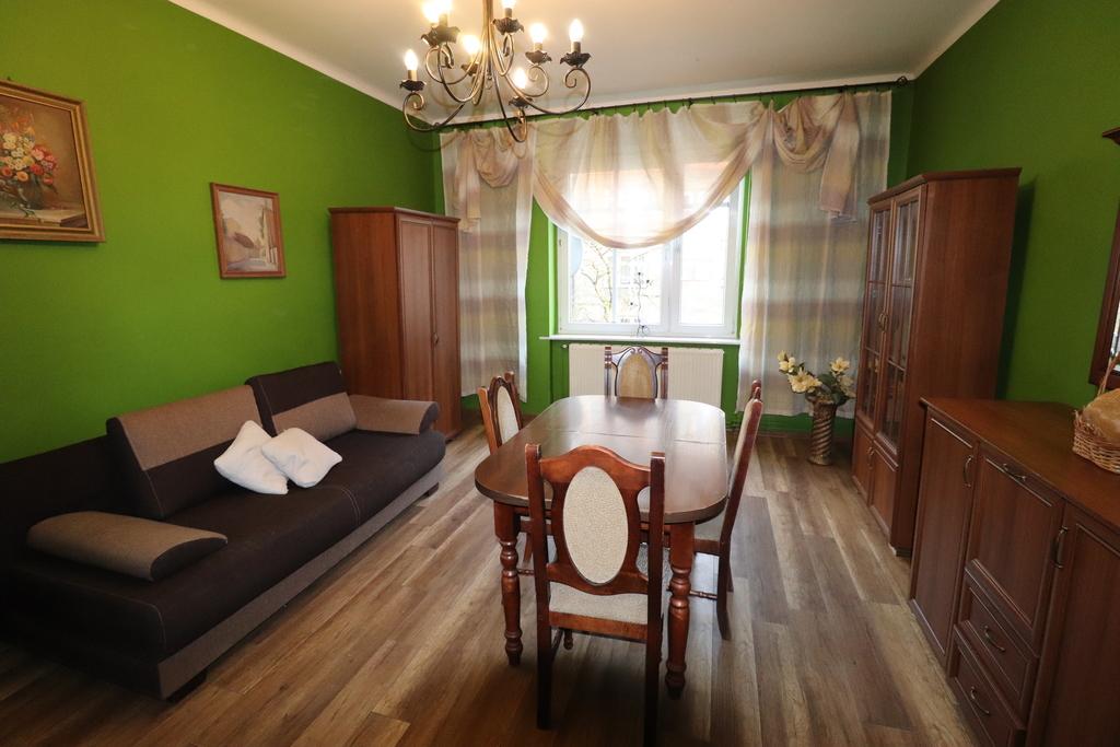 Mieszkanie umeblowane i wyposażone, położone w kameralnej kamieniczce przy ul. Krasińskiego.  Składa się z ...