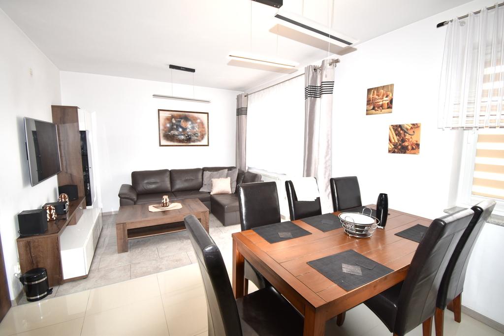 Przedmiotem wynajmu jest 3 pokojowy apartament znajdujący się na 5 piętrze nowowybudowanego bloku na os. ...