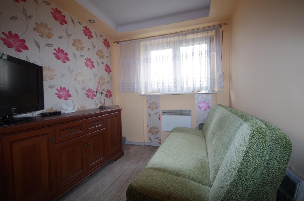 Przedstawiamy mieszkanie o powierzchni użytkowej 33,09 m2 położone na 1. piętrze składające się z pokoju ...
