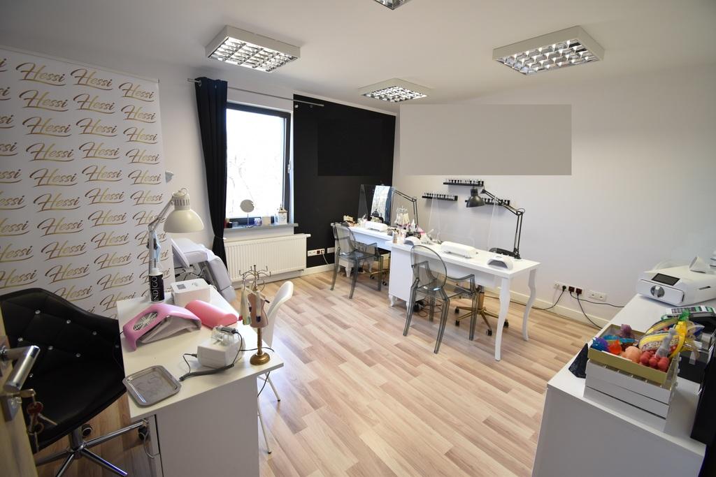 Pomieszczenie biurowe, usługowe (w pobliżu liczne usługi kosmetyczne) w dobrym standardzie w III piętrowym budynku ...