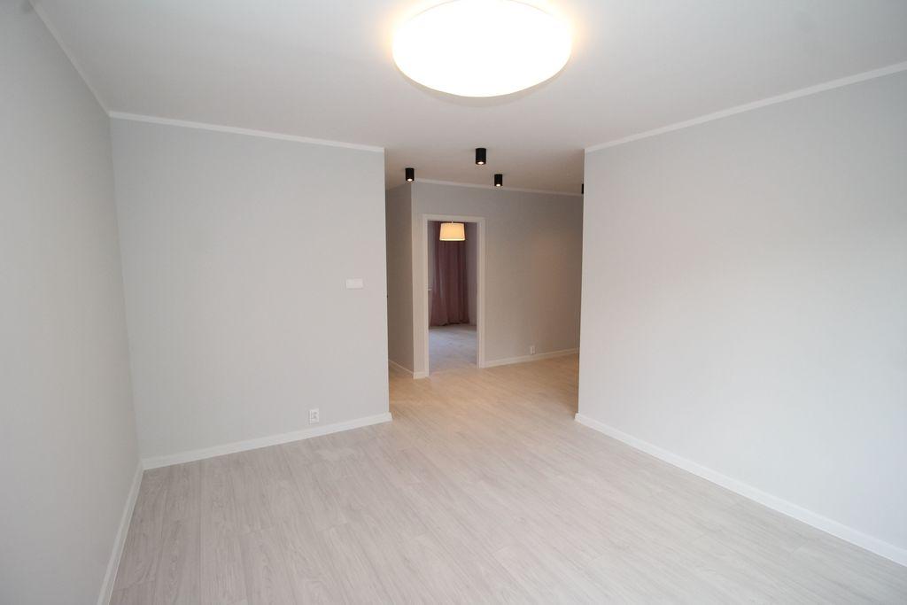 100% po kapitalnym remoncie 3 pokoje 53,61 m2 1 piętro w niskim bloku os. Górczyn  Oferujemy do sprzedaży mieszkanie ...