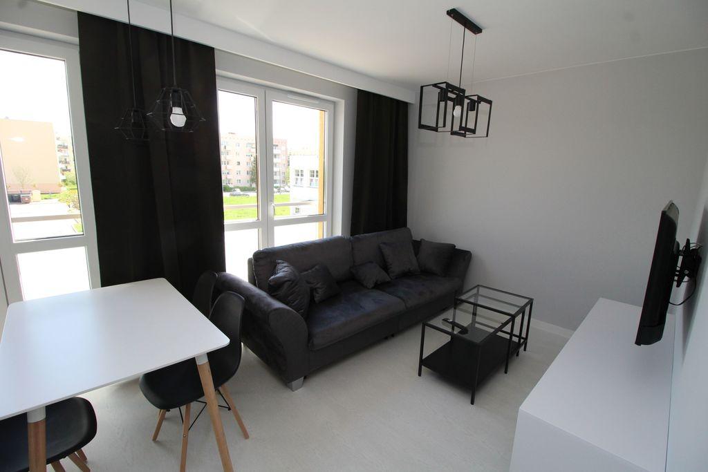Oferujemy do wynajęcia lokal mieszkalny o powierzchni około 50 m2 zlokalizowany na parterze w niskim bloku z windą z ...