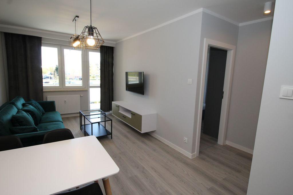 Oferujemy do wynajęcia lokal mieszkalny o powierzchni około 43 m2 zlokalizowany na parterze w niskim bloku z windą z ...