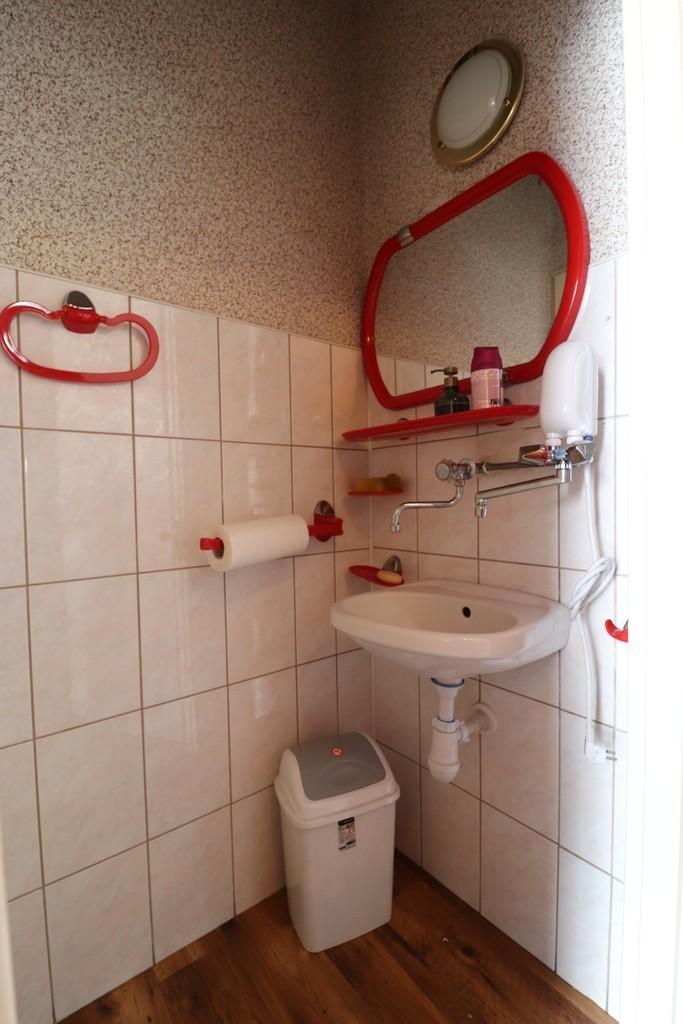 Lokal użytkowy o pow. ok. 10 m2 położony w parterze budynku os. Staszica. Lokal posiada samodzielne wejście od ...