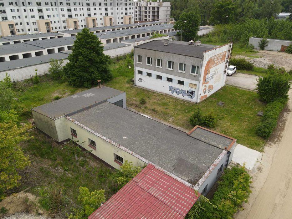 Na sprzedaż  budynek piętrowy 233,9m2 (parter 131,5m2, piętro 102,4m2) oraz warsztat 154,7m2, połozone na działkce ...