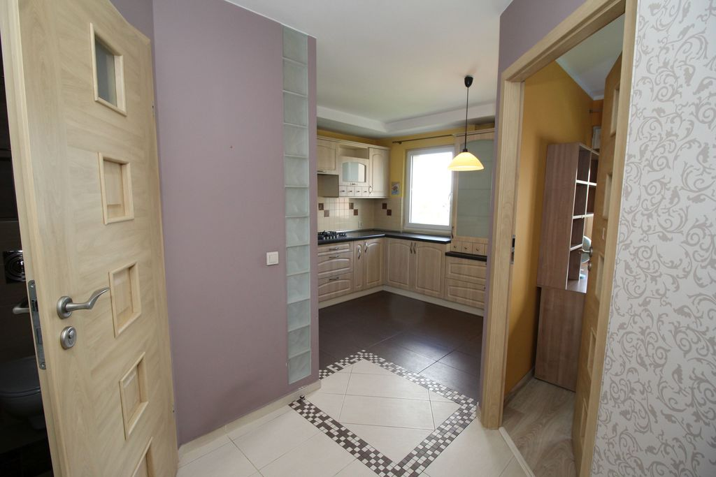 Forum nieruchomości Oferujemy do wynajęcia lokal mieszkalny o powierzchni 60 m2 zlokalizowany na trzecim piętrze w niskim bloku na ...