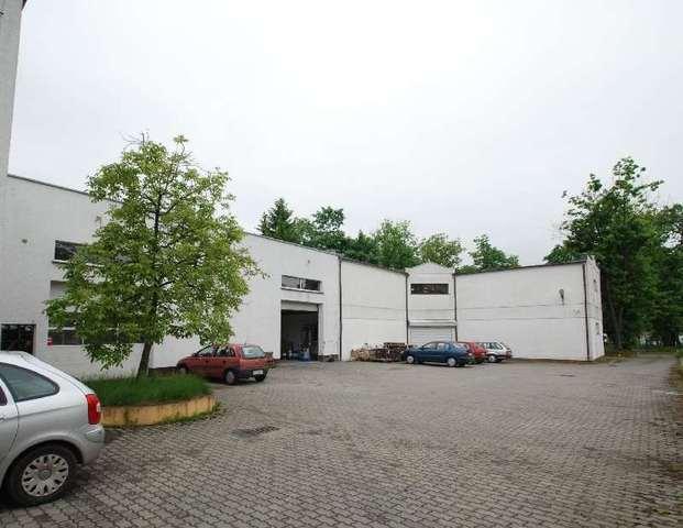 Nowy obiekt położony przy głownej drodze w kierunku na Kostrzyn. Budynek wolno stojący składający się  ...